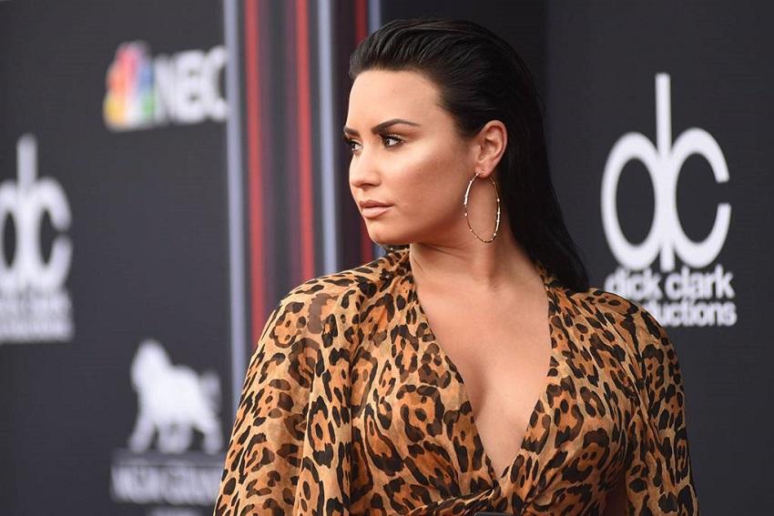 Demi-Lovato-mom-breaks