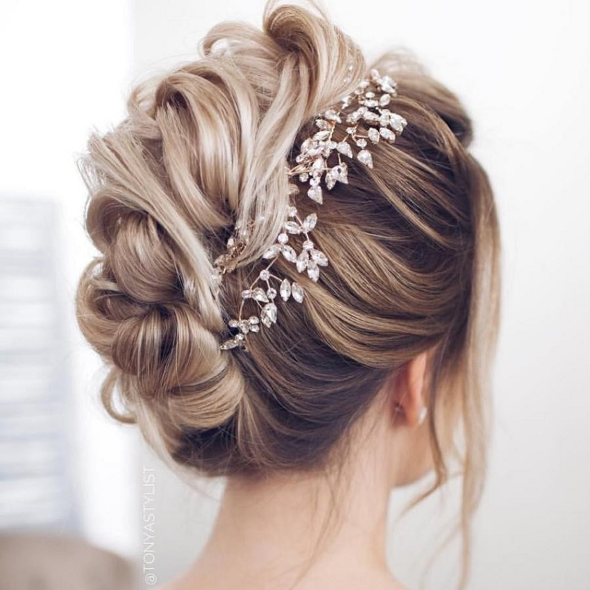 5 ideas to choose the hairstyle based on the dress