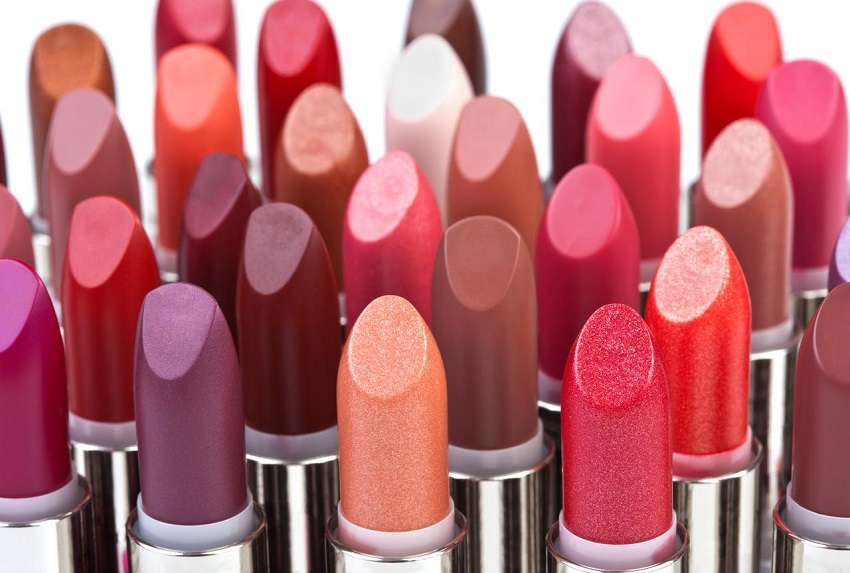 How to put lipstick in 9 moves