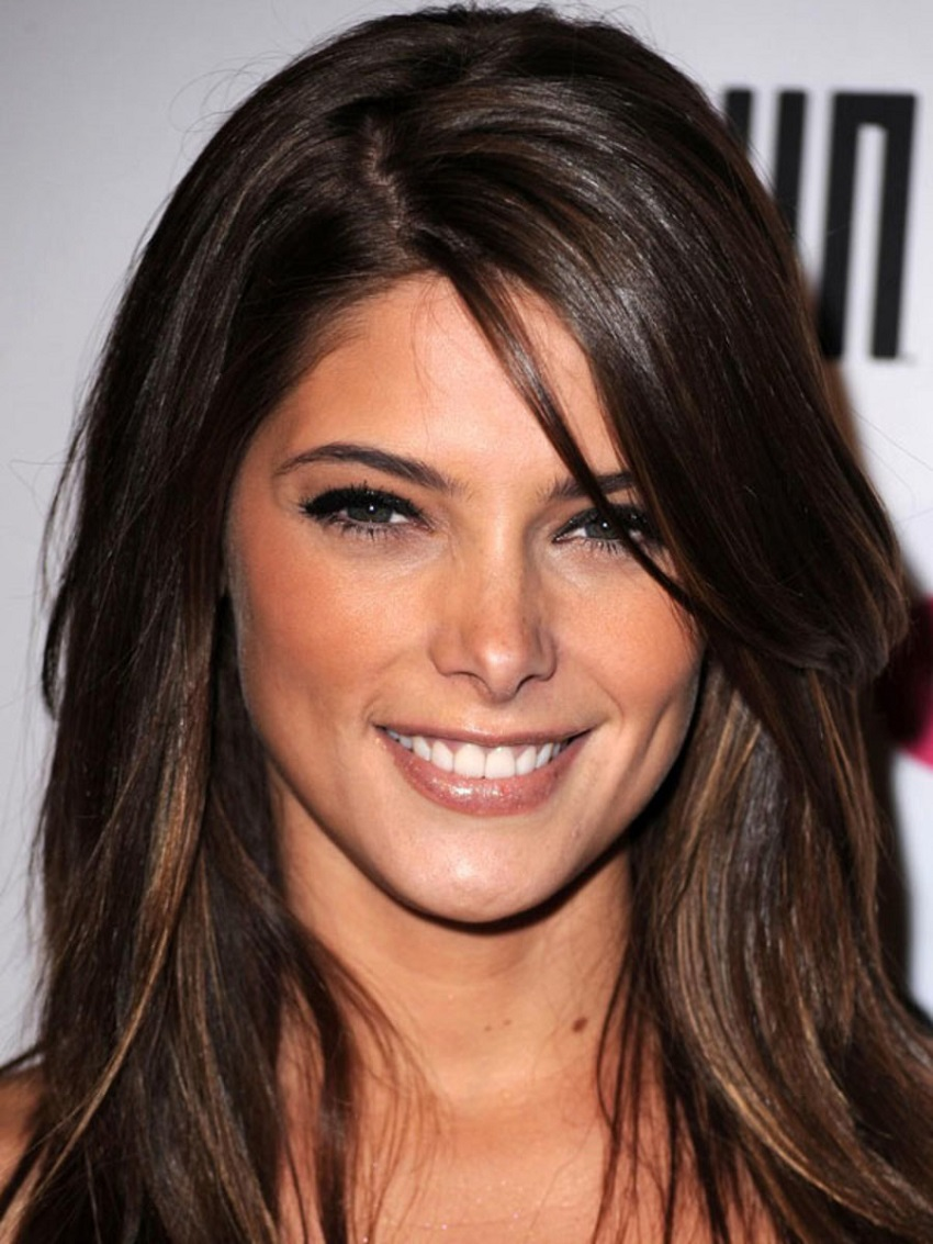 Haircuts that most favor women with 'diamond face'