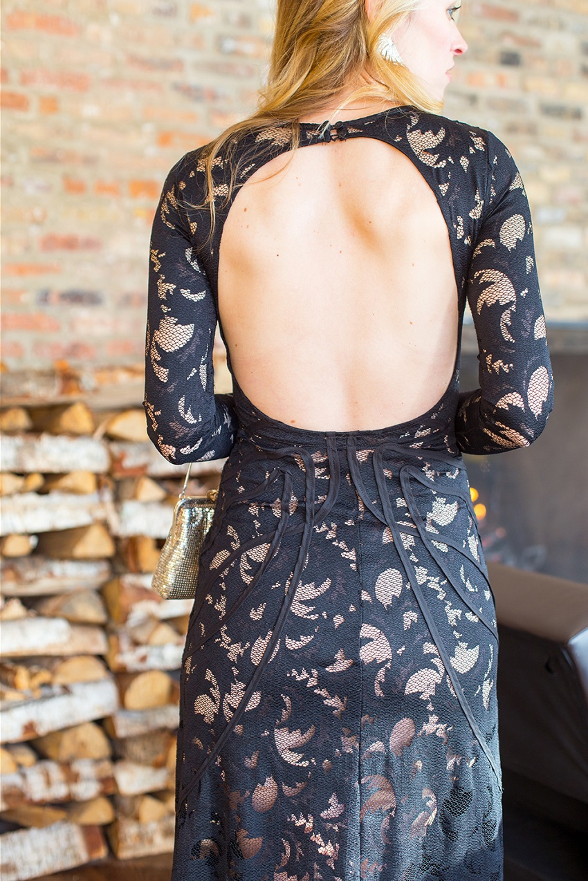 wear a backless dress