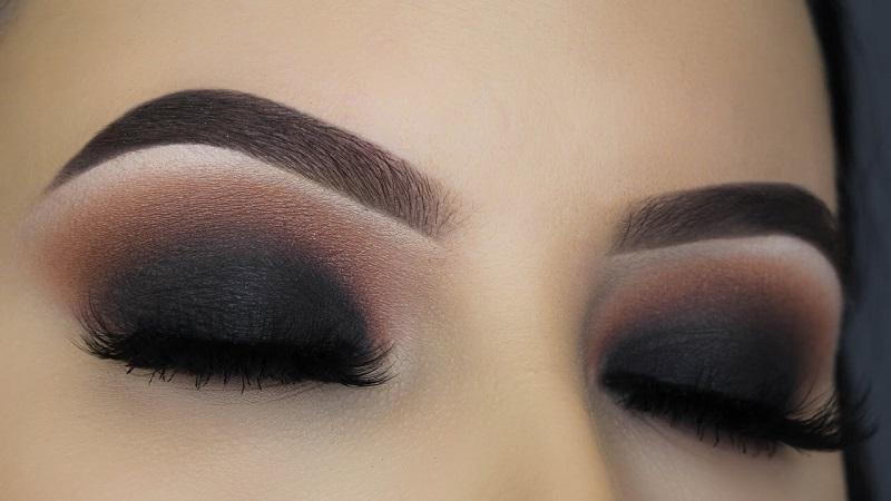 Bridal makeup for blue eyes